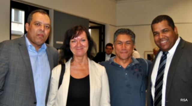 De izquierda a derecha vemos al nuevo cónsul domunicano, Ramón Feliz, a la diputada Semelová, al encargado de negocios venezolano Gustavo Sierra y al cónsul cubano Angel Suárez. En la Galería de la Fundación ABF ubicada en la Av. Wenceslao No.31