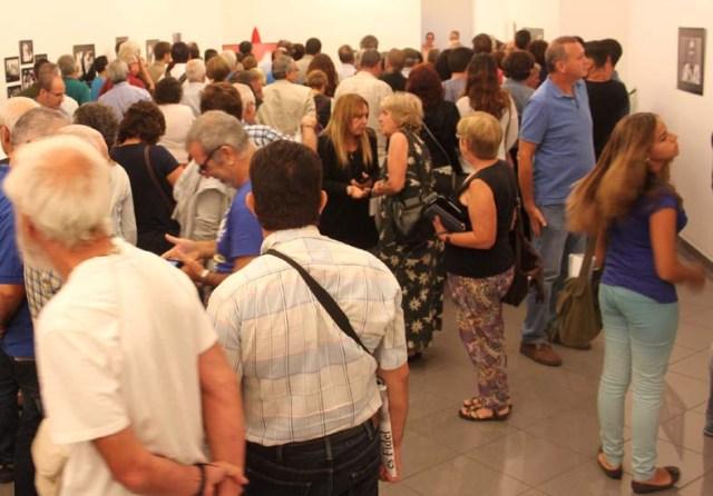 La sala de arte del Club La Provincia acogió a cerca de 120 personas el día de la inauguración Fidel es Fidel.