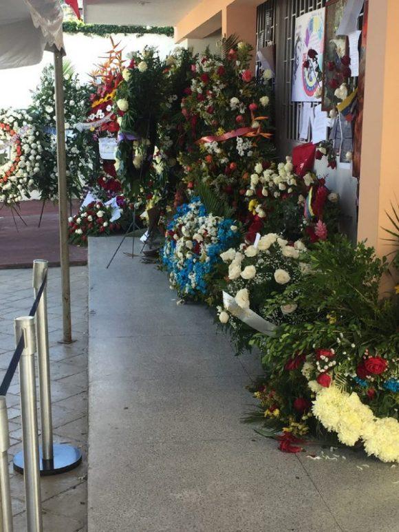 Ofrendas florales para Fidel en la Embajada de Cuba en Caracas.