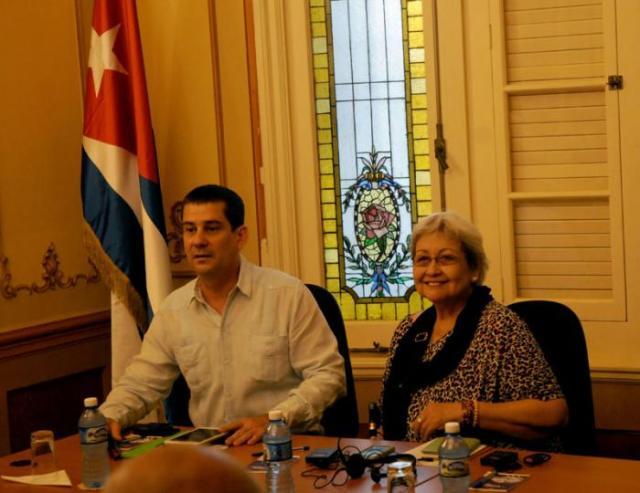 La experta de la ONU fue recibida por el presidente de la ACNU, Fermín Quiñones. | Foto: Ismael Batista